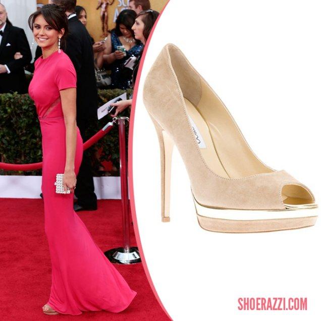 Нина Добрев носеше Jimmy Choo платформени обувки за 2013 на Наградите на Гилдията на екранните актьори