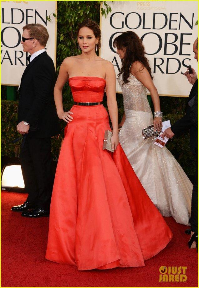 Дженифър Лоурънс в червена рокля Dior Haute Couture