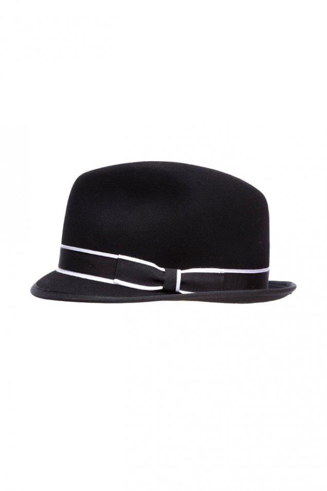 Стилна шапка черна с бял кант Rag and Bone зима 2012