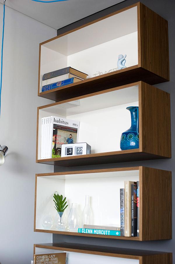 Малък апартамент в Сидни - рафтове за книги
