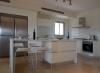 Модерен минималистичен кухненски остров с бар плот 4 места