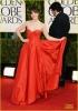 Зоуи Дешанел в бална рокля Oscar de la Renta  в ярко червено