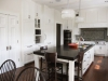 Кафяв кухненски остров с маса за трима