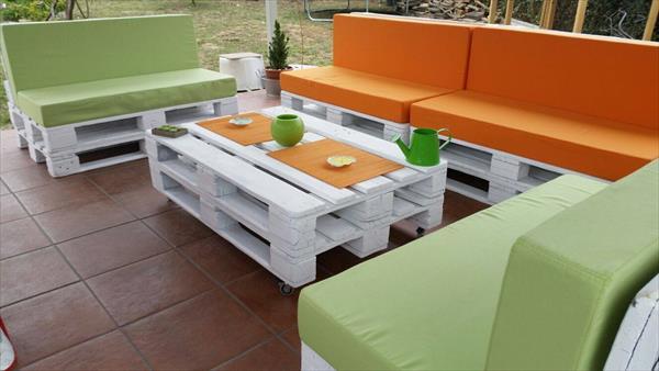 Бели градински мебели от дървени палети