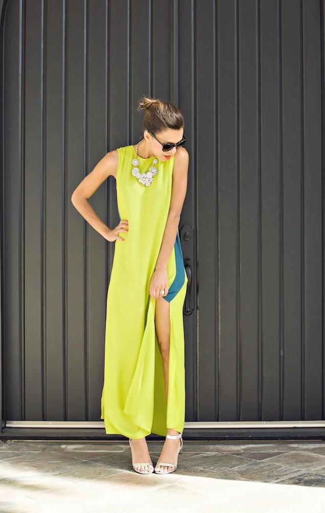 Дълга жълта рокля с цепка лято 2015