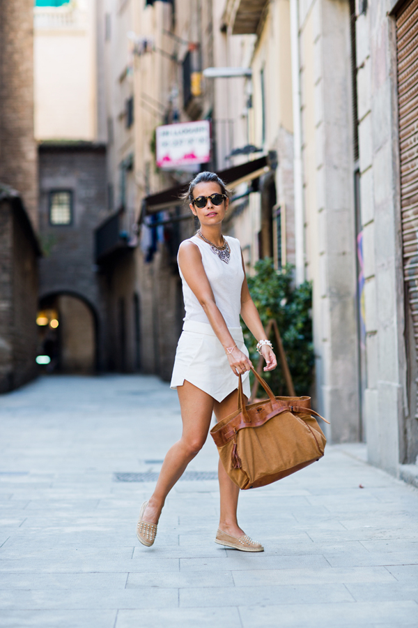 Спортно-елегантна бяла рокля лято 2015