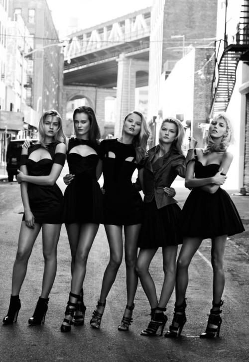Секси черни рокли