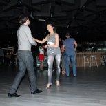 Райна танцува