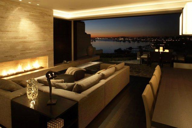 Луксозен апартамент в КАлифорния - панорамна гледка вечер