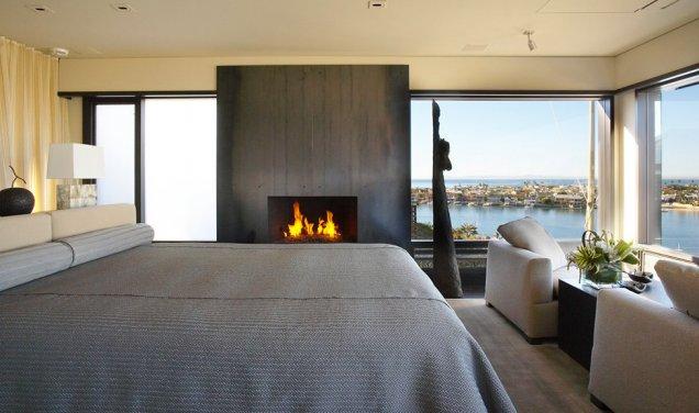 Луксозен апартамент в КАлифорния - спалня с камина