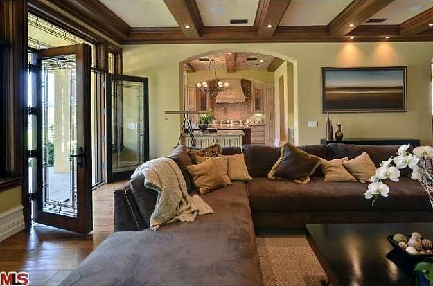 Домът на Ким Кардашиян и Кайни Уест - тежки мебели
