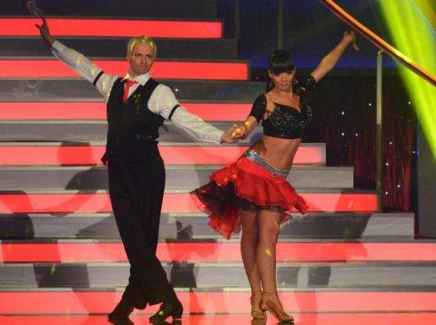 Део и Елена танцуват