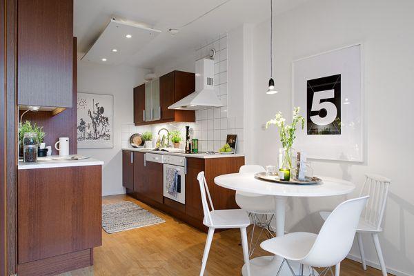 Апартамент 42 квадрата  - трапезна маса за четирима