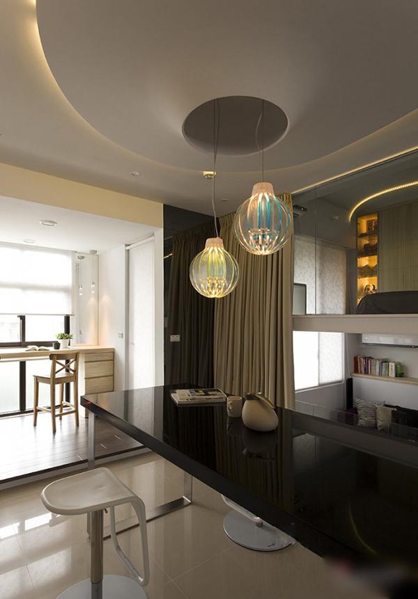 Апартамент в черно и бяло с оригинални лампи