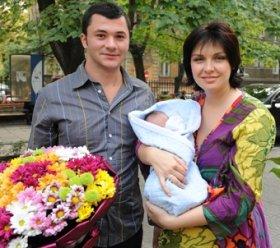 Жени Калканджиева и Тачо с бебето