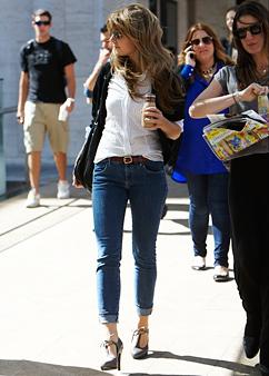 Straight-Leg Jeans With Heels Дънки с токчета