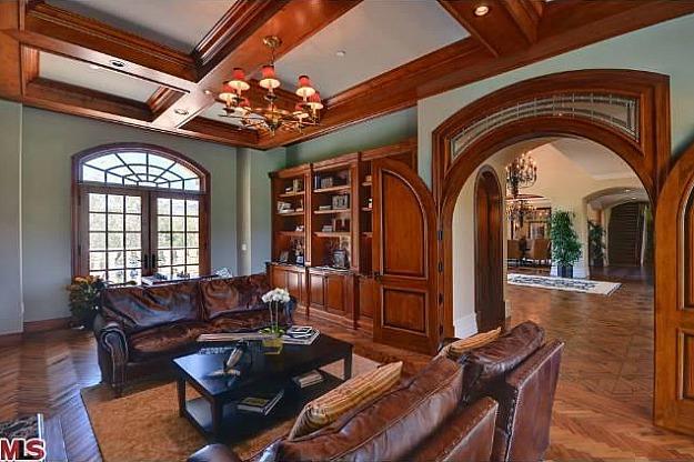 Домът на Ким Кардашиян и Кайни Уест - комфортна дневна