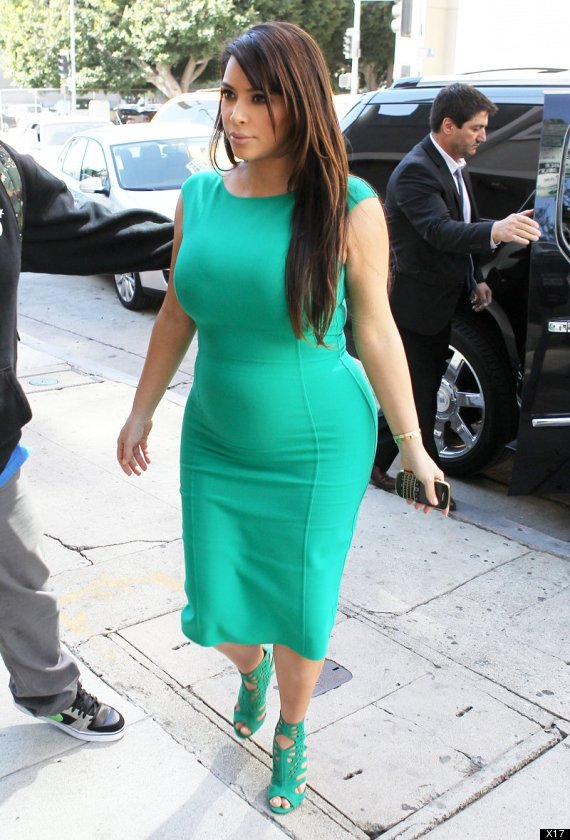 Ким Кардашиян бременна със зелена рокля