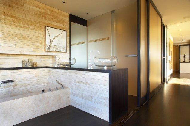Луксозен апартамент в КАлифорния - баня с вана