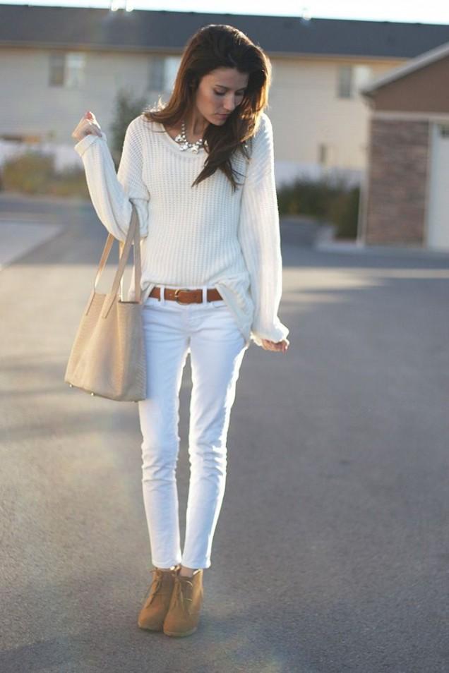 Бял пуловер с бели панталони за есен 2015