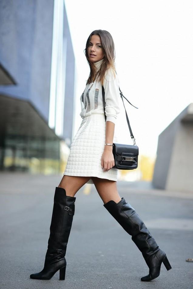 Кожени чизми с дебел ток и къса бяла пола