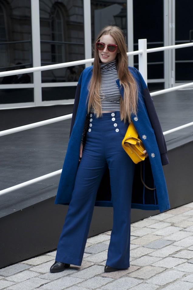 Панталон с висока талия комбиниран с палто в същия свят