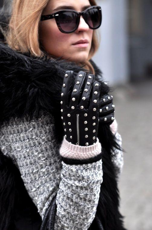 Модерни кожени ръкавици с капси