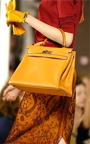 Кожени ръкавици и чанта в цвят горчица