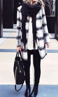 Карирано палто в черно и бяло за зима 2015