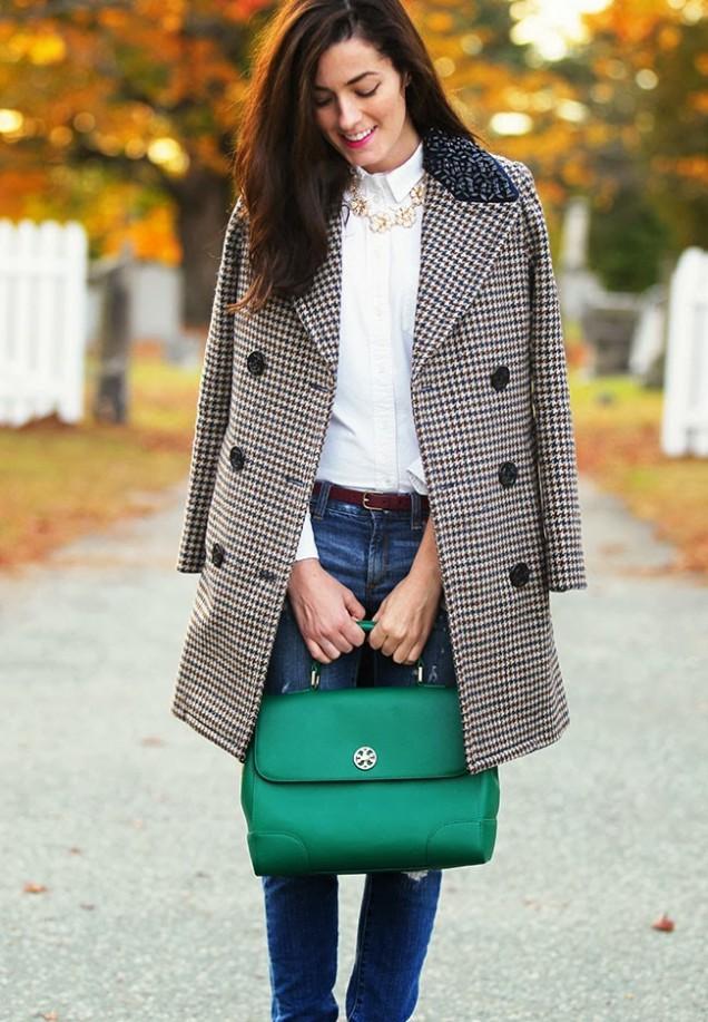 Стилна есенна комбинация с карирано палто и дънки 2015
