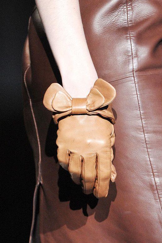 Кафяви кожени ръкавици с панделки