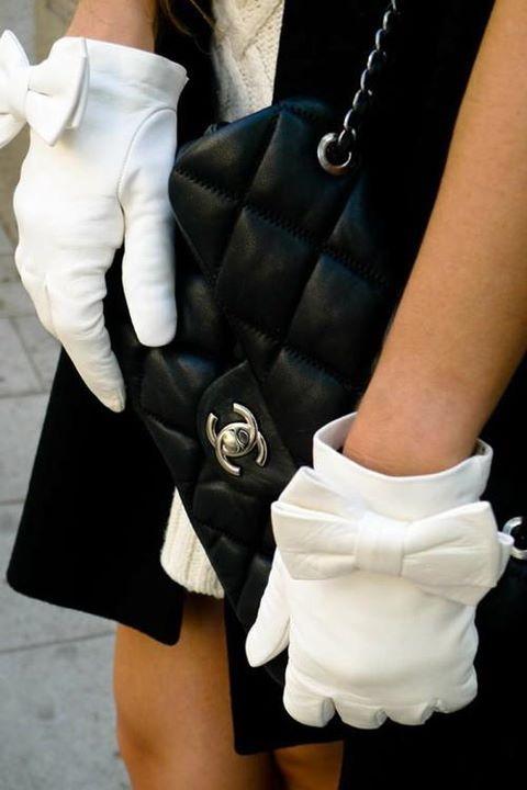 Бели вълнени ръкавици с панделки зима 2016