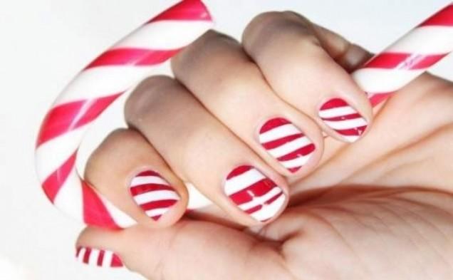 Коледен маникюр в червено и бяло 2015