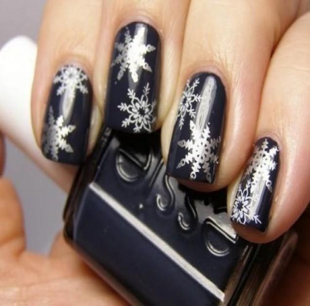 Черен лак с Коледни снежинки 2015