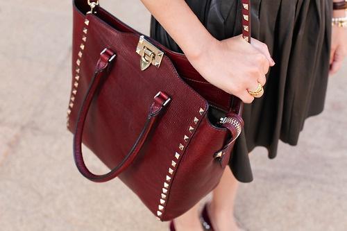 Карисва и модерна чанта цвят бордо зима 2015
