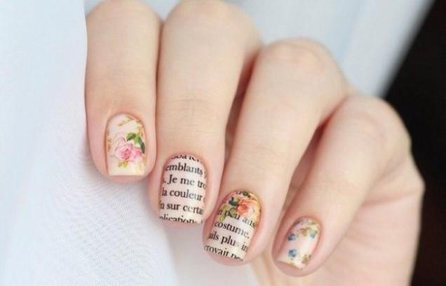 Романтичен маникюр с надписи и цветя