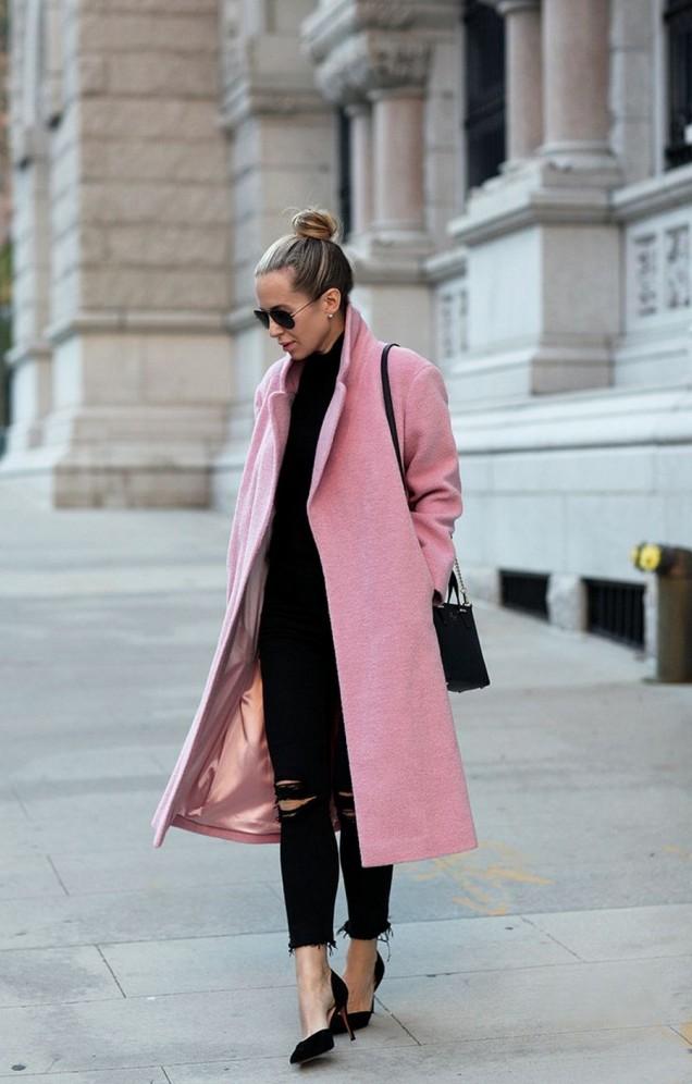 Дълго и стипно розово палто