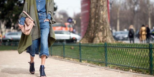 Дънки в комбинация с дълго палто и токчета 2016