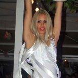 Адреналинката Яна танцува на пилон