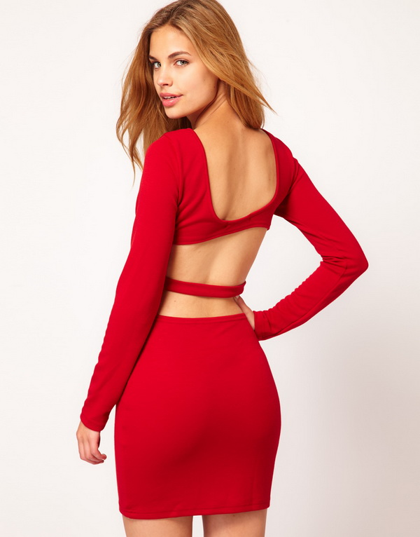 Секси червена рокля с гол гръб
