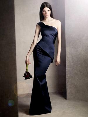 Асиметрична рокля с едно рамо за шаферки