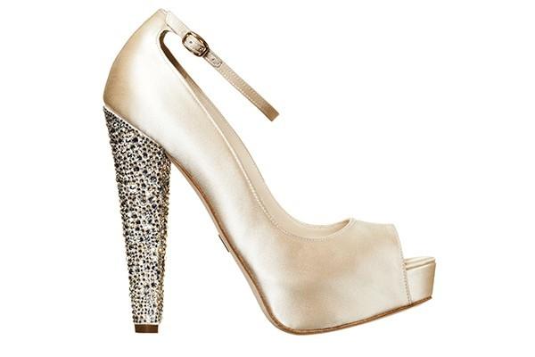 Обувки с ток с камъни