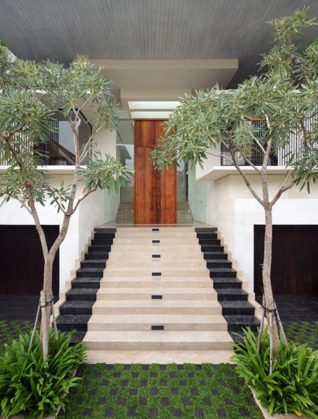 Статик Хаус - входна врата