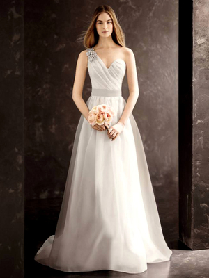 Красива рокля с едно рамо
