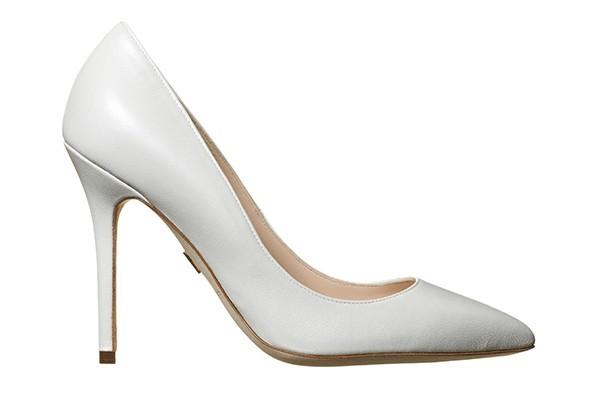Класически бели обувки