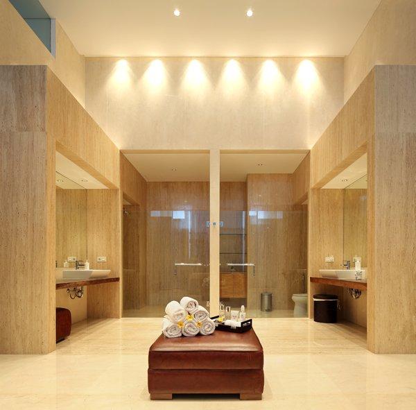 Статик Хаус - луксозна баня с мрамор