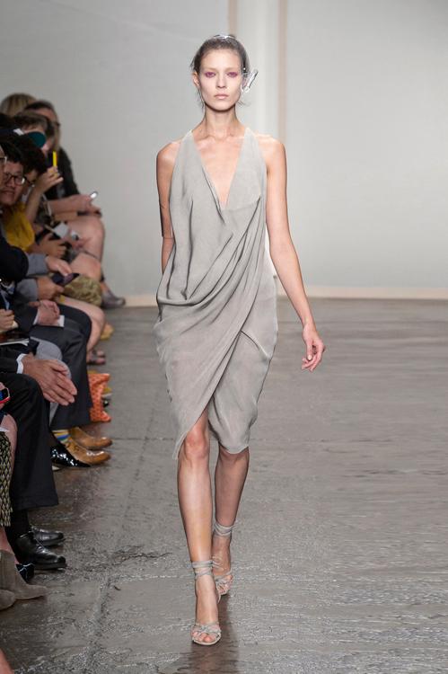 Страхотна рокля тип триъгълник от Donna Karan