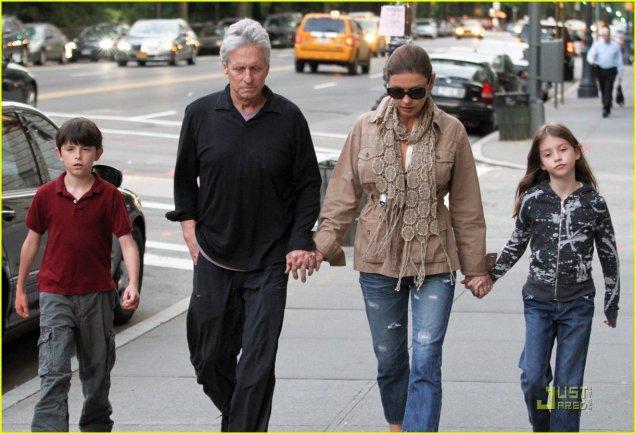 Майкъл Дъглас и семейството му