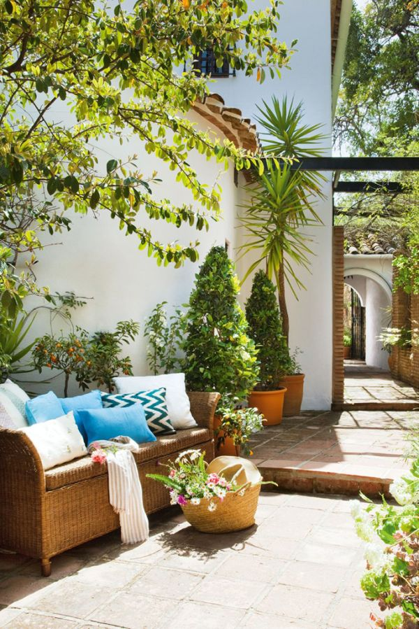Испанска вила - диван на открито