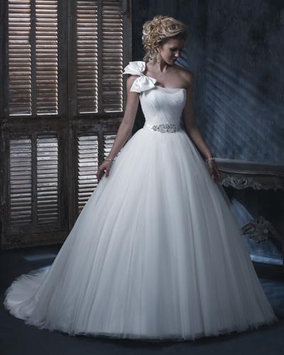 Сватбена рокля с панделка 2016